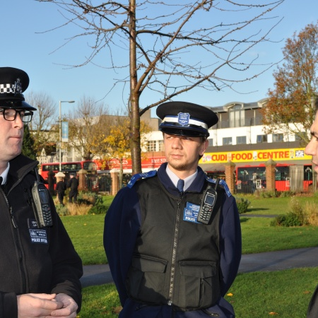 Cllr Bassam Mahfouz speaking to police in Deans Gardens